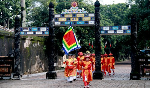 Vietnam welcomes 12 millionth international tourist to Complex of Hue Monuments
